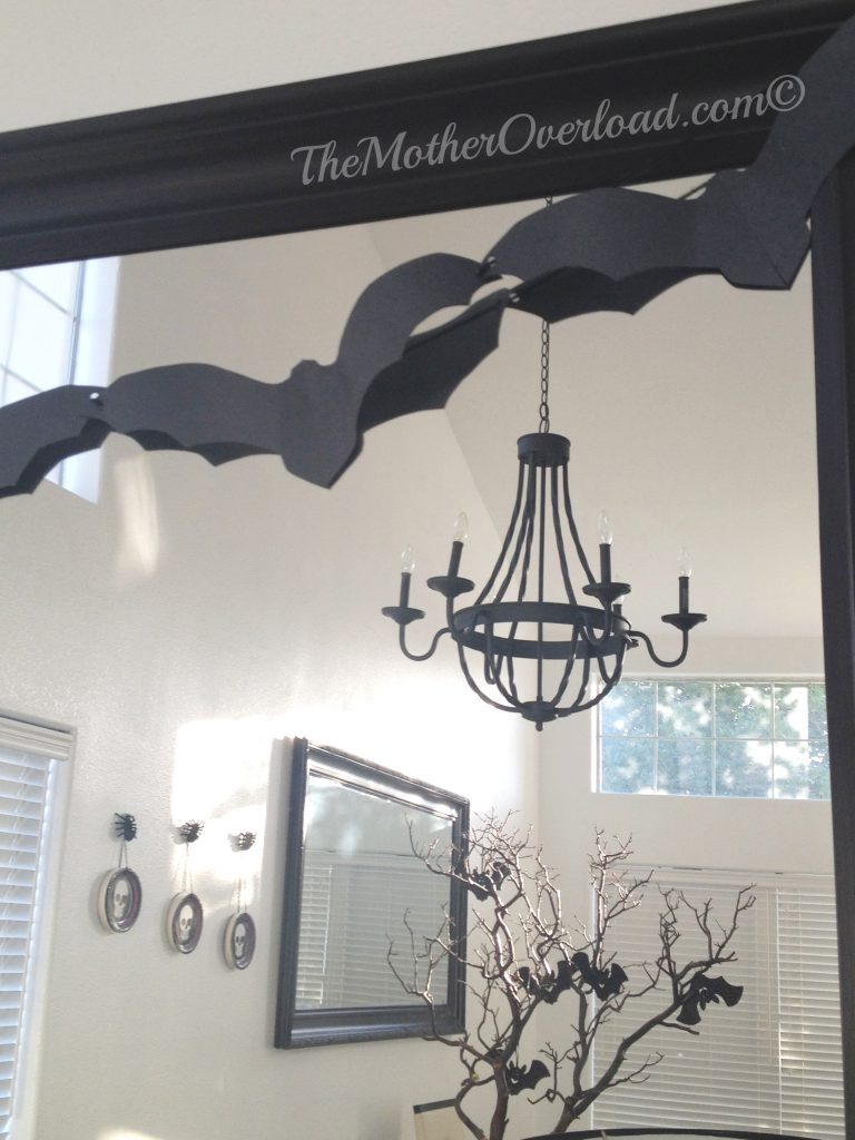 Halloween-DIY-Decorations-Bats