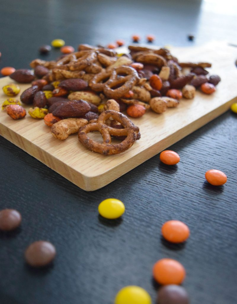 Pumpkin-Spice-Trail-Mix-Snack-1