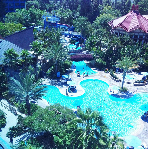 Disneyland-Hotel-Pool-View-Adventure Tower