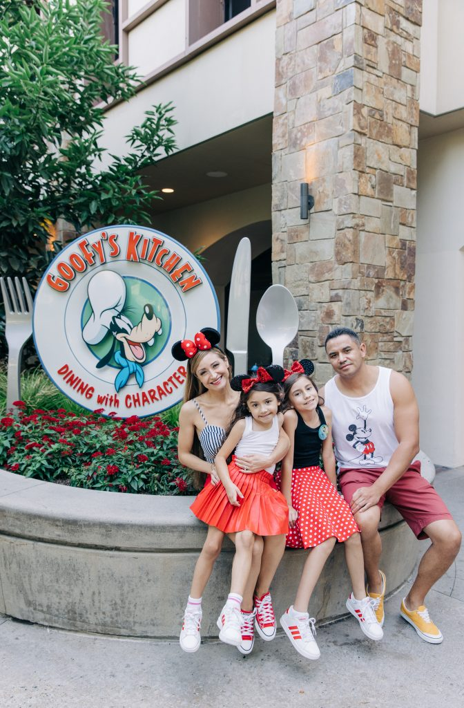 Goofy's Kitchen 2021 - Reasons to stay at Disneyland Hotel 2021 Celebrate a birthday