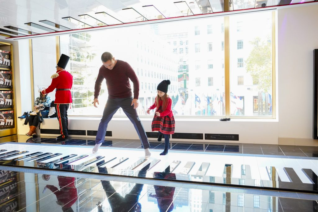 FAO-Schwarz-NYC-Less Screen Time-MelissaAndDoug-Giveaway-Toys-2018-The Power Of Play