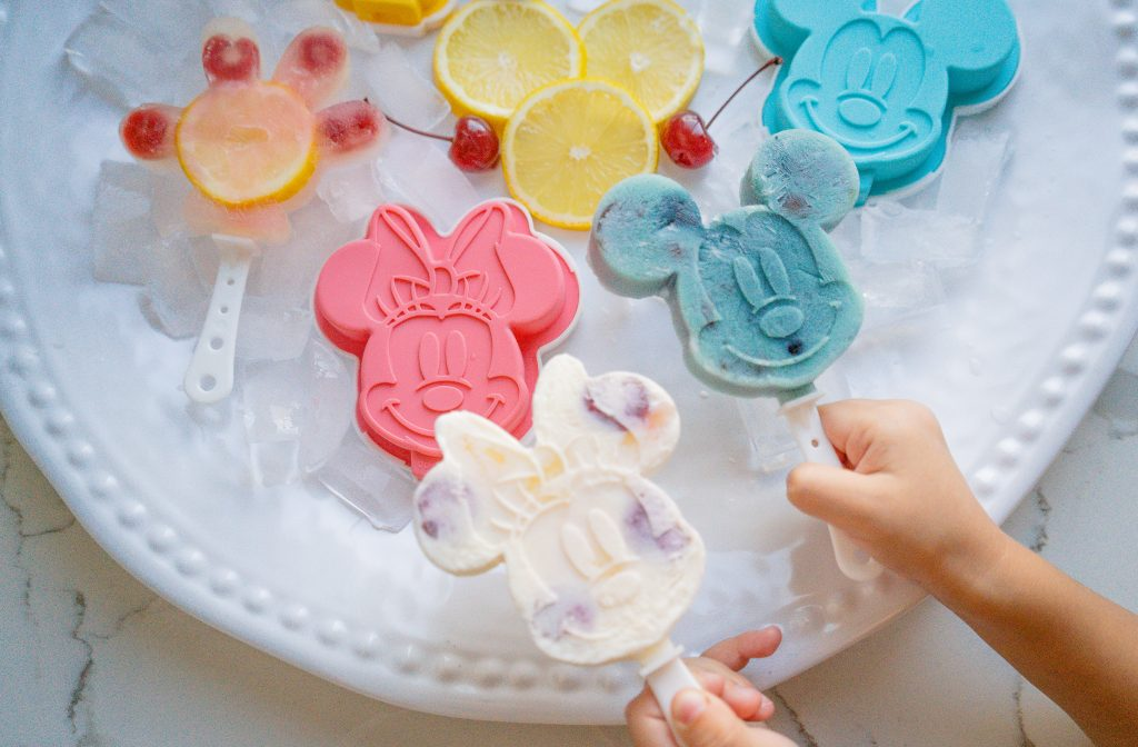 Mickey and Minnie Homemade Popsicle-Popsicles-Recipe-Disney-Party-Decor-Dessert-Summer-2020-Japanese mold