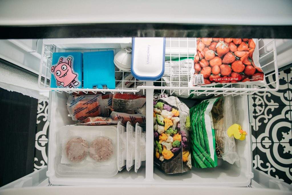Quick and Easy Tips To Organize Your Refrigerator-TheMotherOverload-Mom Hacks-whirlpool-Tips to Organize Refrigerator